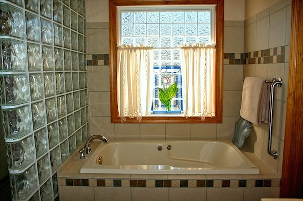 img_bathroom_window_66