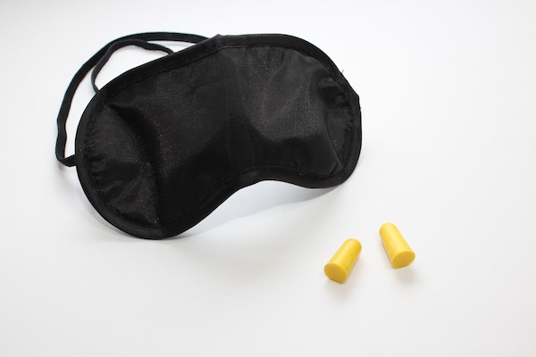img_earplug_eye_mask